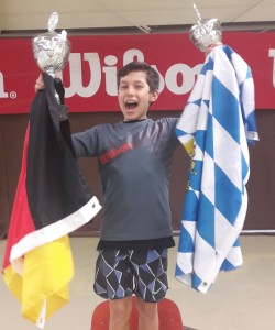 Marco mit 2 Pokalen in Holland_3 (Karin)